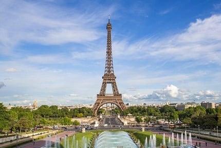 Femeia care cauta camera de camera Paris